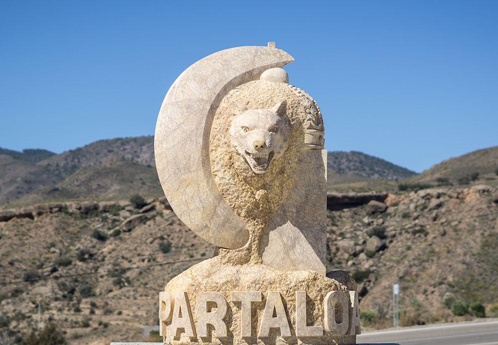 partaloa escultura lobo que hacer cerca de picachico casa rural almeria jacuzzi